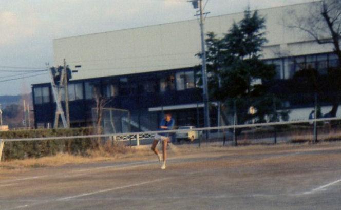 大村高校から国道をはさんだ場所にあった大村市民体育館。昭和49(1974)年撮影