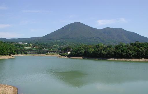 深沢義太夫が私財により建設した野岳湖