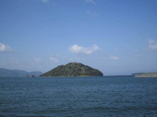 大村の臼島(うすしま) 旧制大村中学では、臼島往復の遠泳大会が開催されていた。