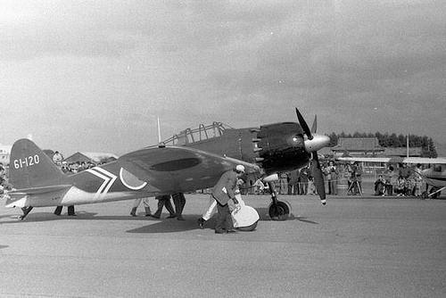 戦後35年目に、大村に里帰りした本物のゼロ戦(52型)。  昭和55年/1980 大村海軍航空隊跡地で