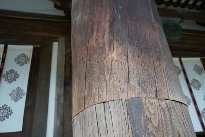 唐招提寺の柱 上部が1200年前 下部が江戸時代