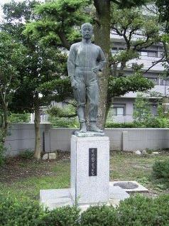 愛知県立旭丘高校にある日比野校長の銅像